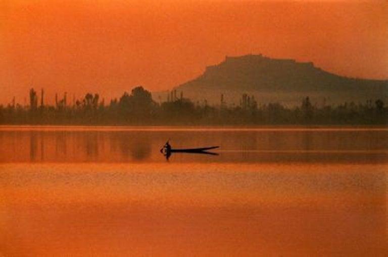 Fisherman, Dal Lake, Kashmir, 1999 - Photograph by Steve McCurry