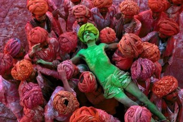 Steve McCurry Color Photograph - Holi Festival, Rajasthan, India, 1996 - Colour Photography