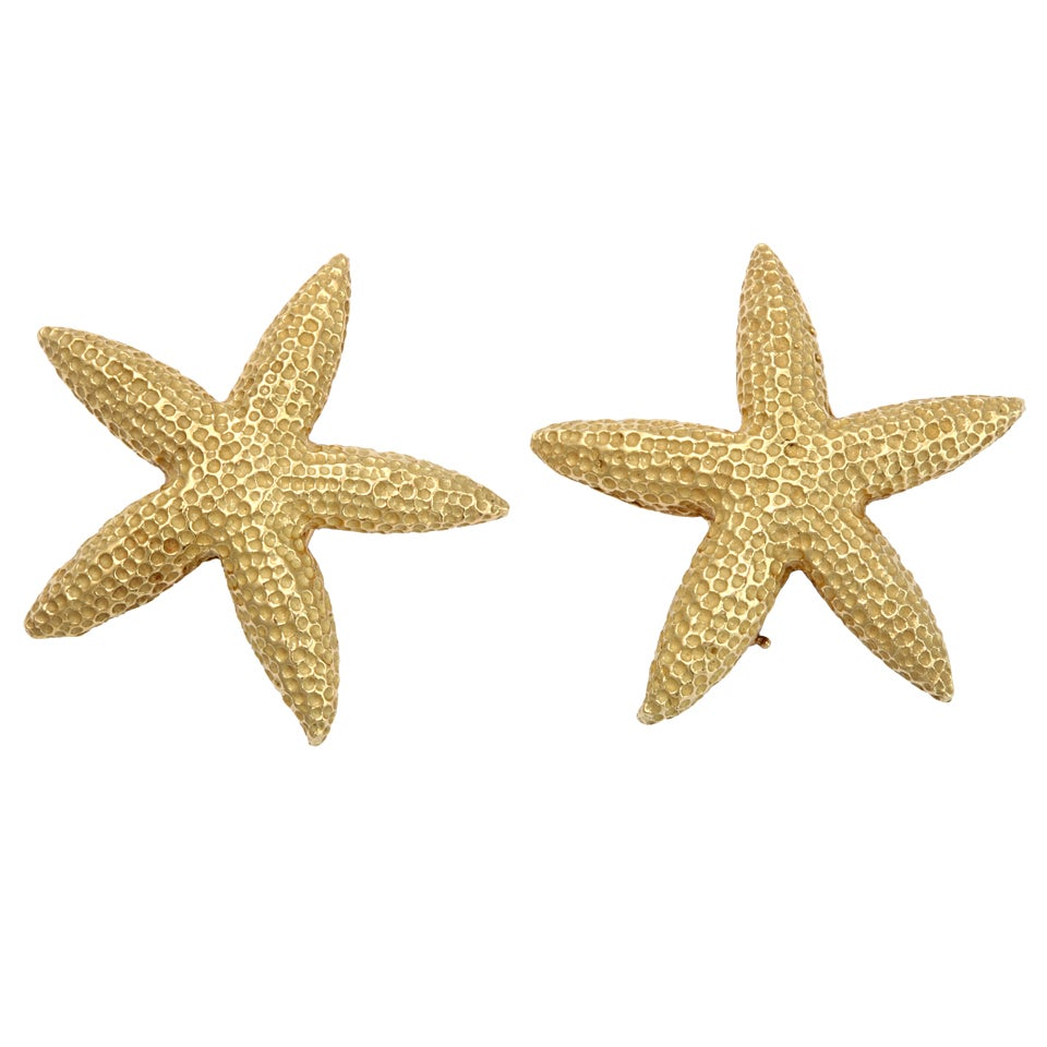 pair of granulated gold starfish earrings at 1stdibs