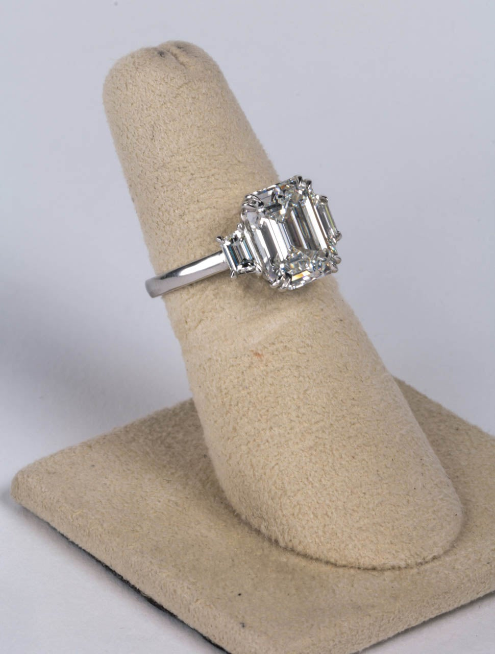GIA Certified Emerald Cut F VS1 Diamond Platinum Ring In New Condition For Sale In New York, NY