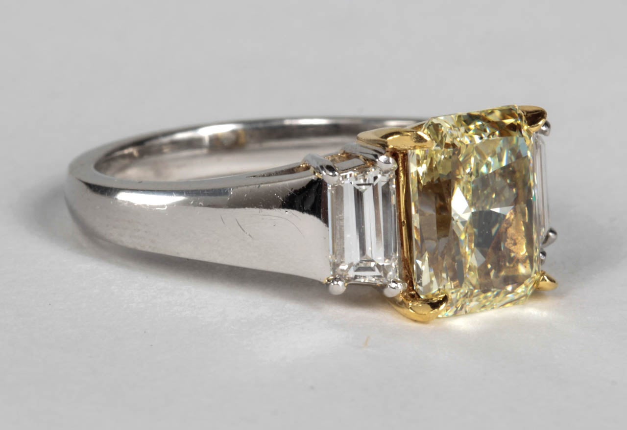 Unique Gia Fancy Light Yellow Diamond Engagement Ring 2