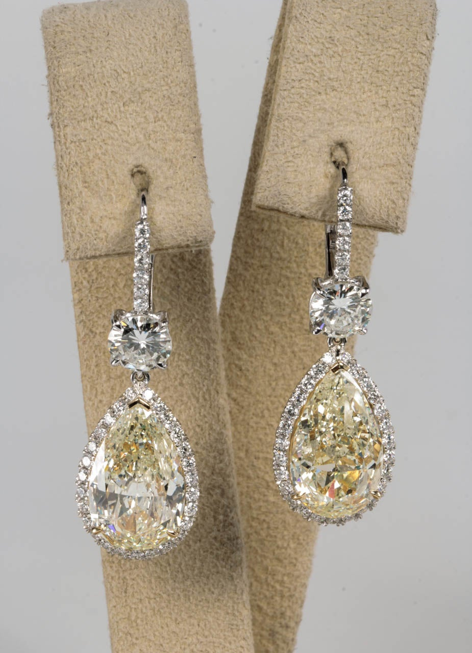 Important Yellow and White Diamond Drop Earrings 2