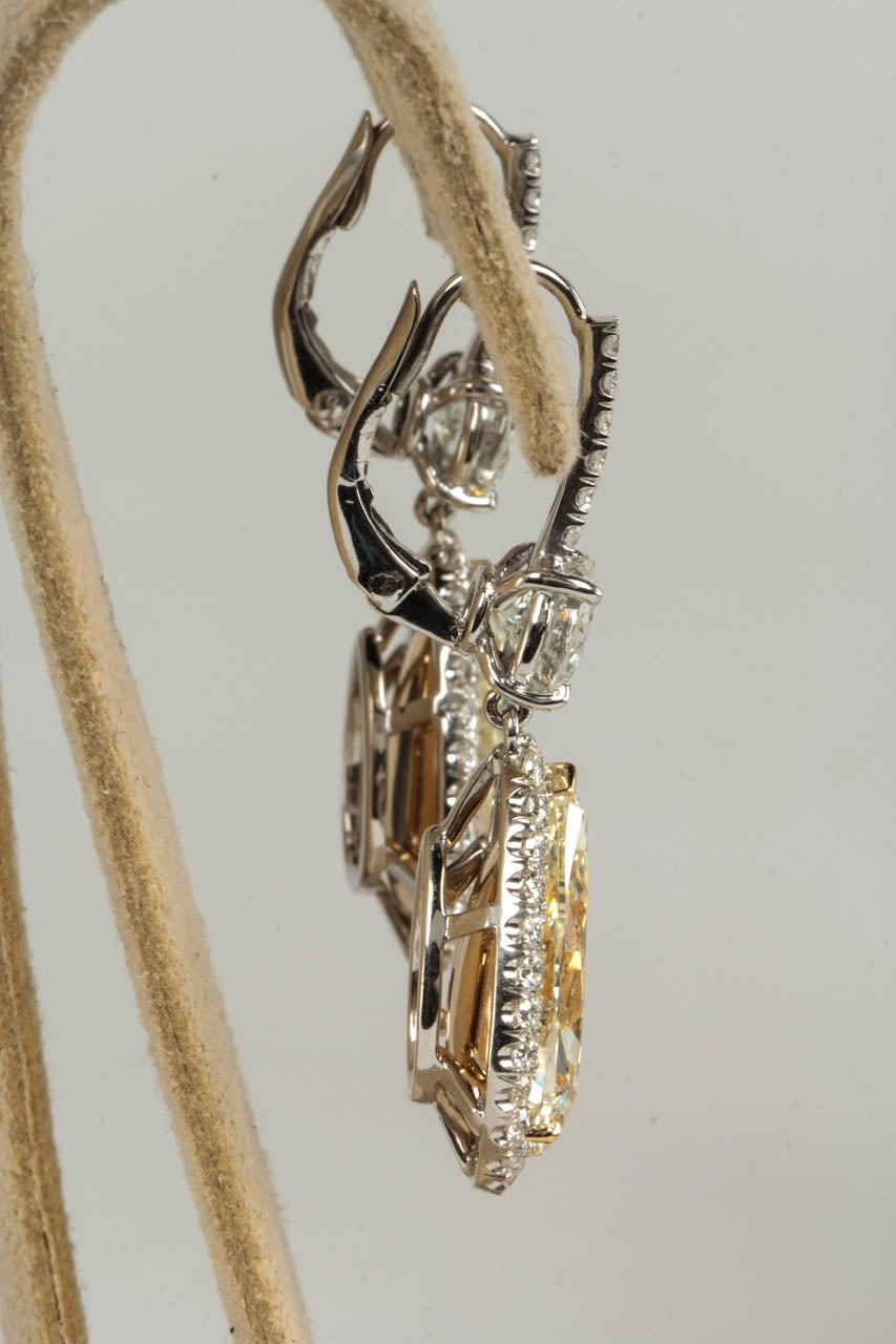 Important Yellow and White Diamond Drop Earrings 4