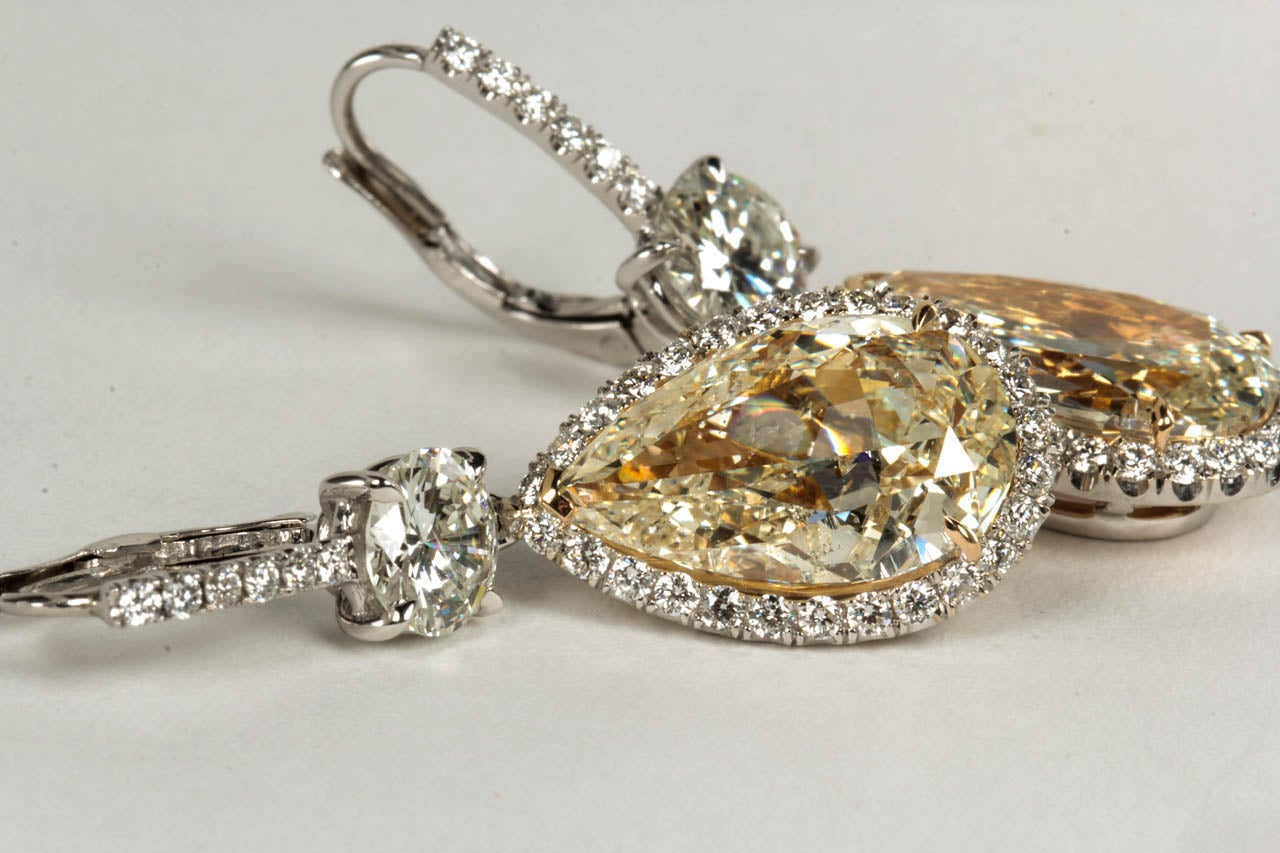 Important Yellow and White Diamond Drop Earrings For Sale 2