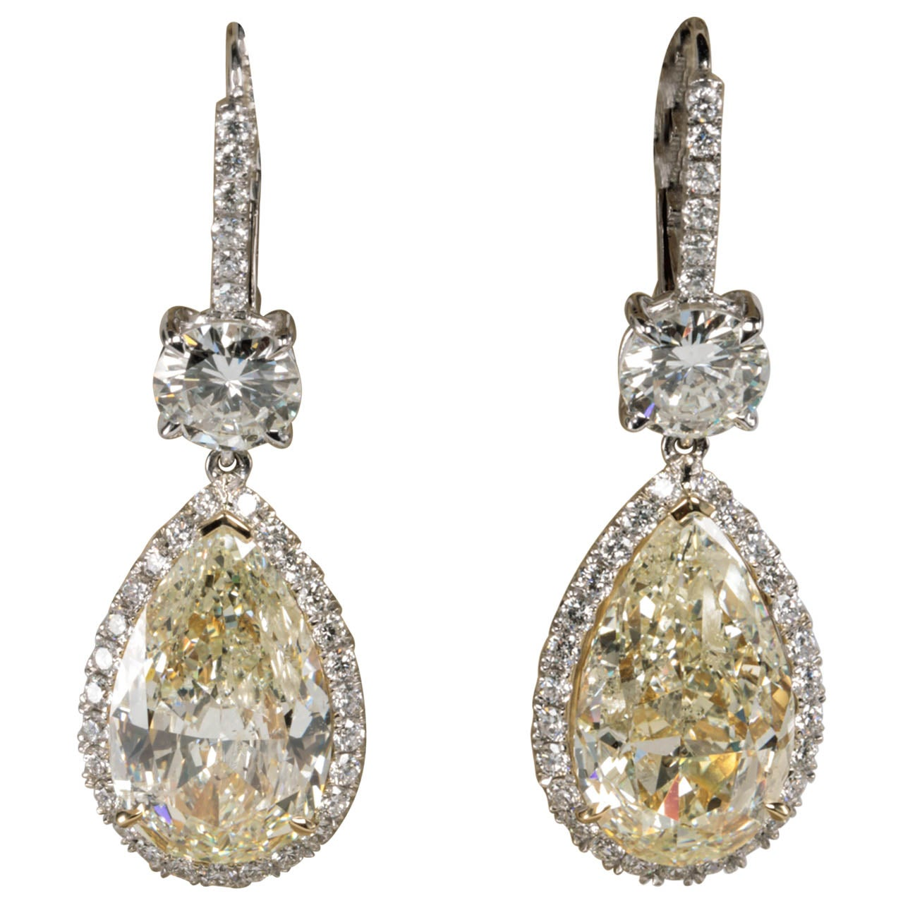 Important Yellow and White Diamond Drop Earrings