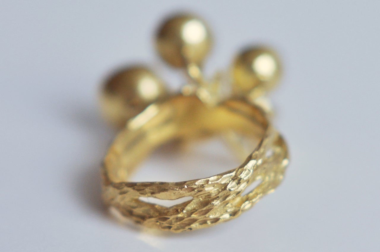 Women's 1970s Sculptural 18K Gold and Emerald Ring For Sale