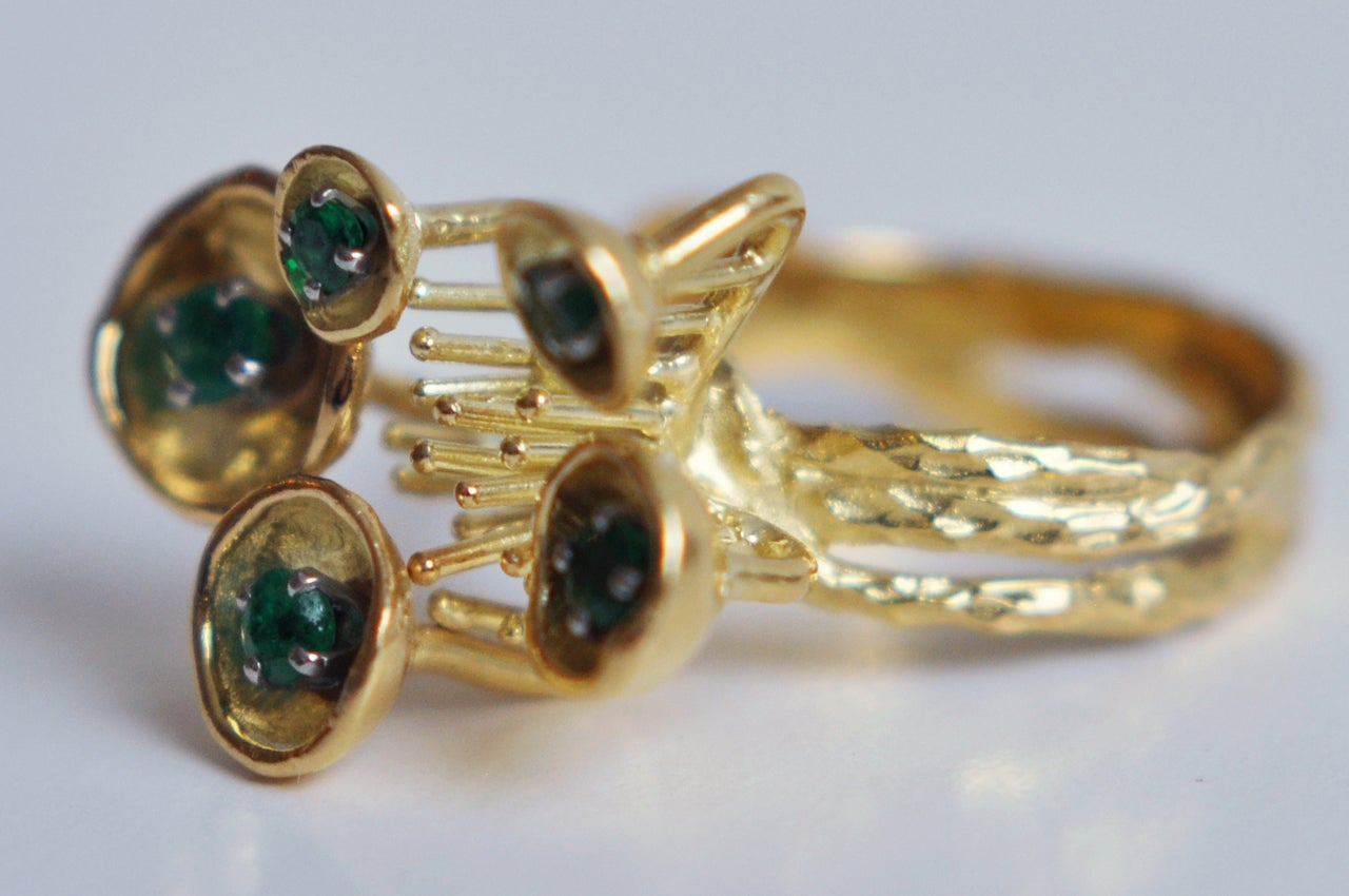 1970s Sculptural 18K Gold and Emerald Ring For Sale 3