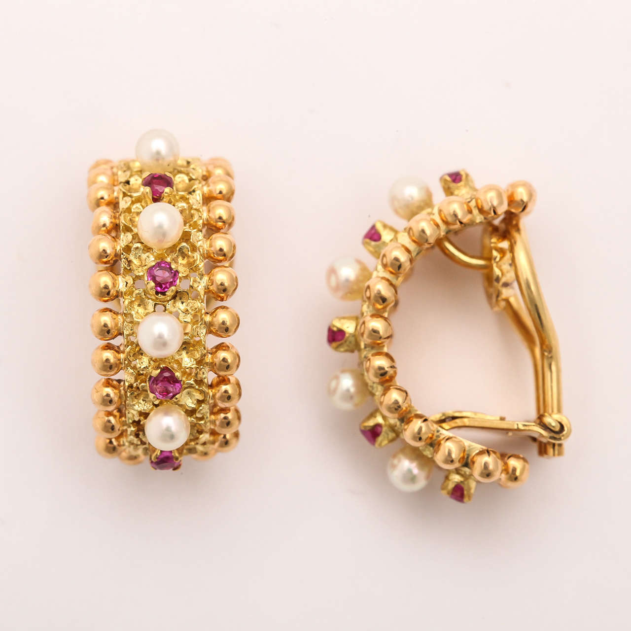 Very Luxe Hoop Earrings Set In 18kt Yellow Gold G Pink Rubies Alternating