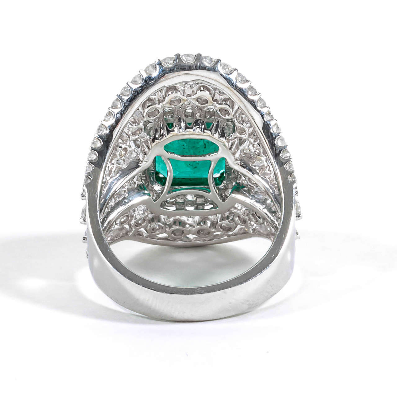 Unique Wide Emerald Diamond Gold Ring For Sale at 1stdibs