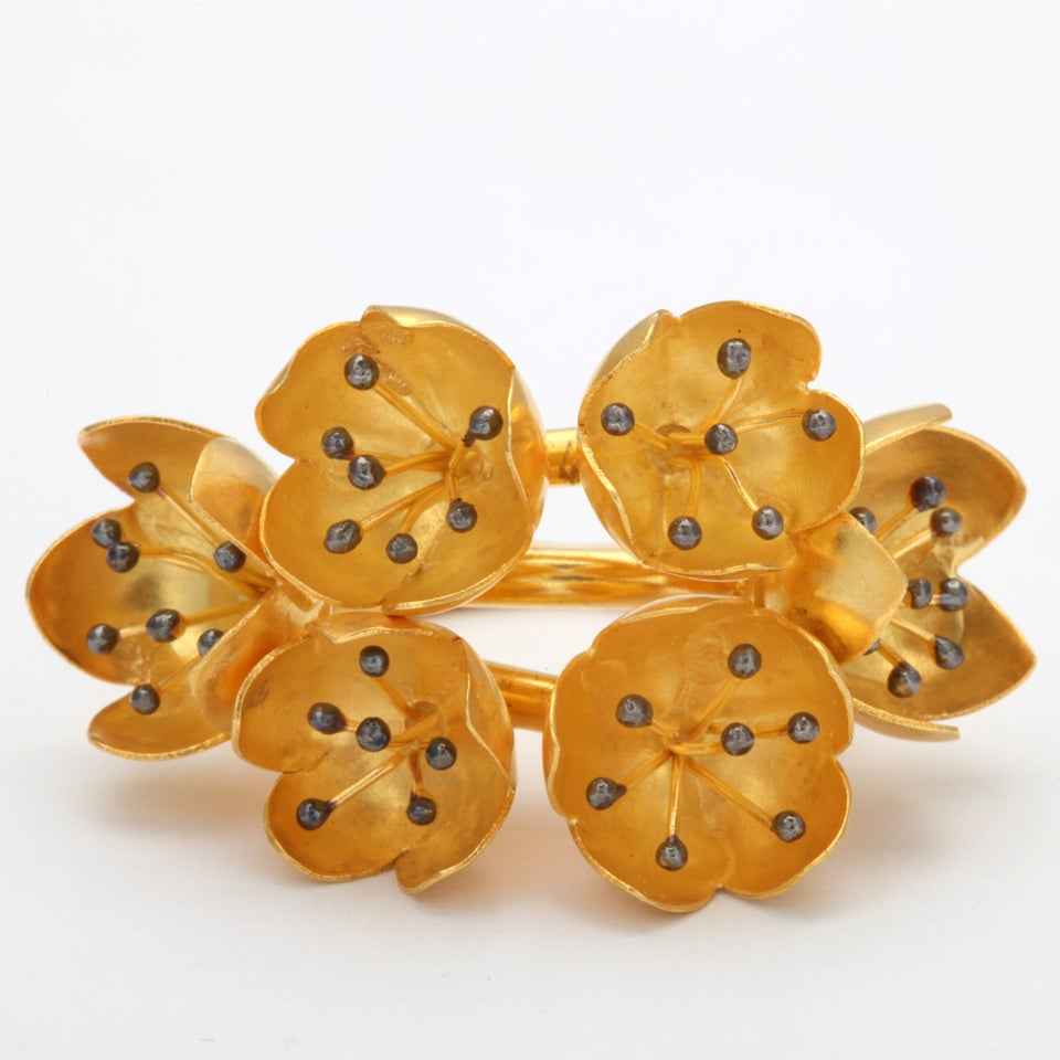 Gold Buttercup Flower Ring In Excellent Condition For Sale In Fifth Avenue, NY