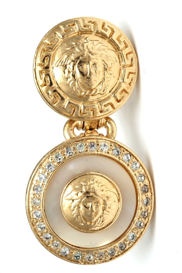 Gianni Versace white and gold dangling earrings with Medusa motifs For Sale 1