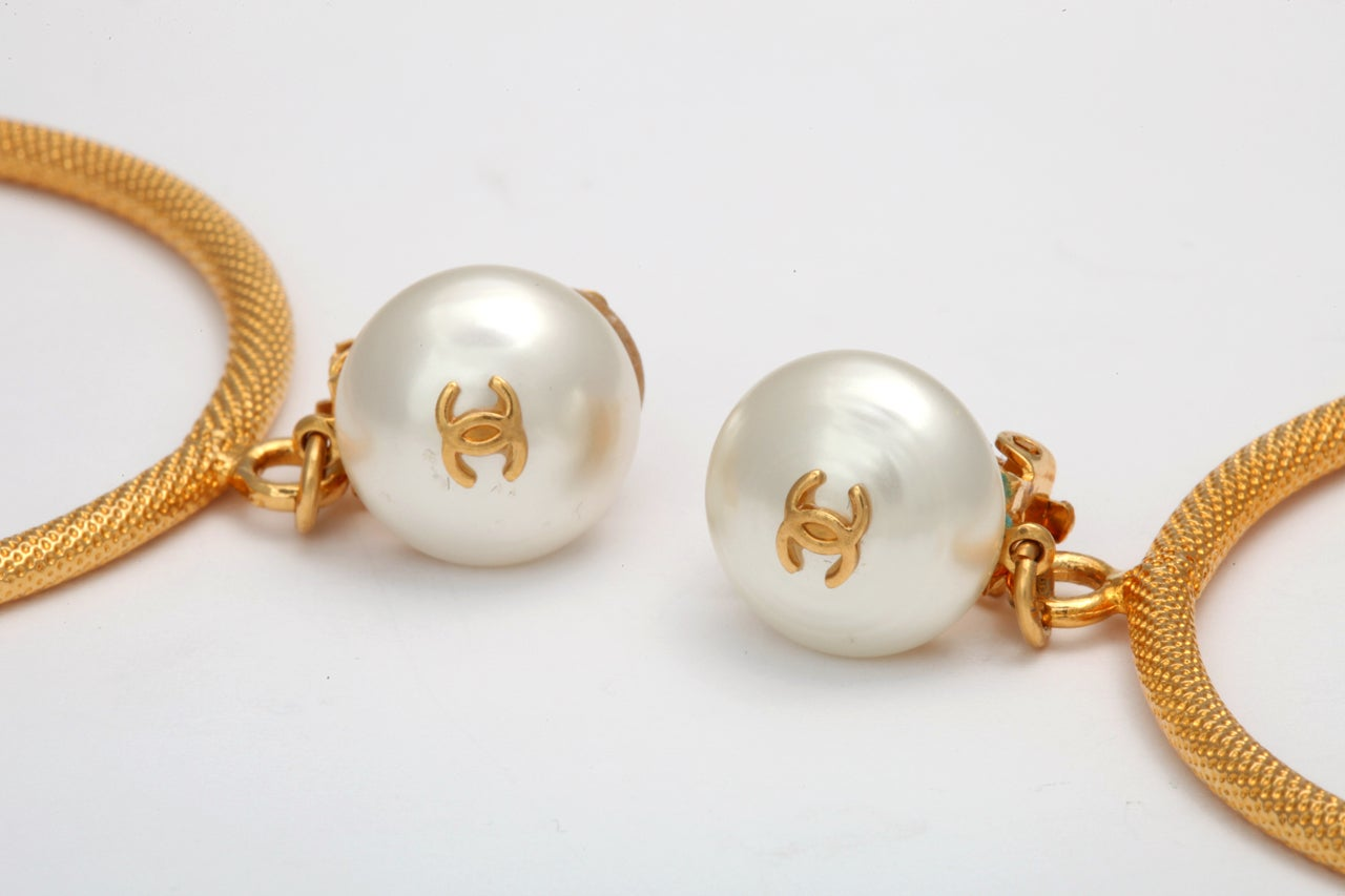 CHANEL LARGE CIRCLE DANGLING EARRINGS WITH PEARLS 5