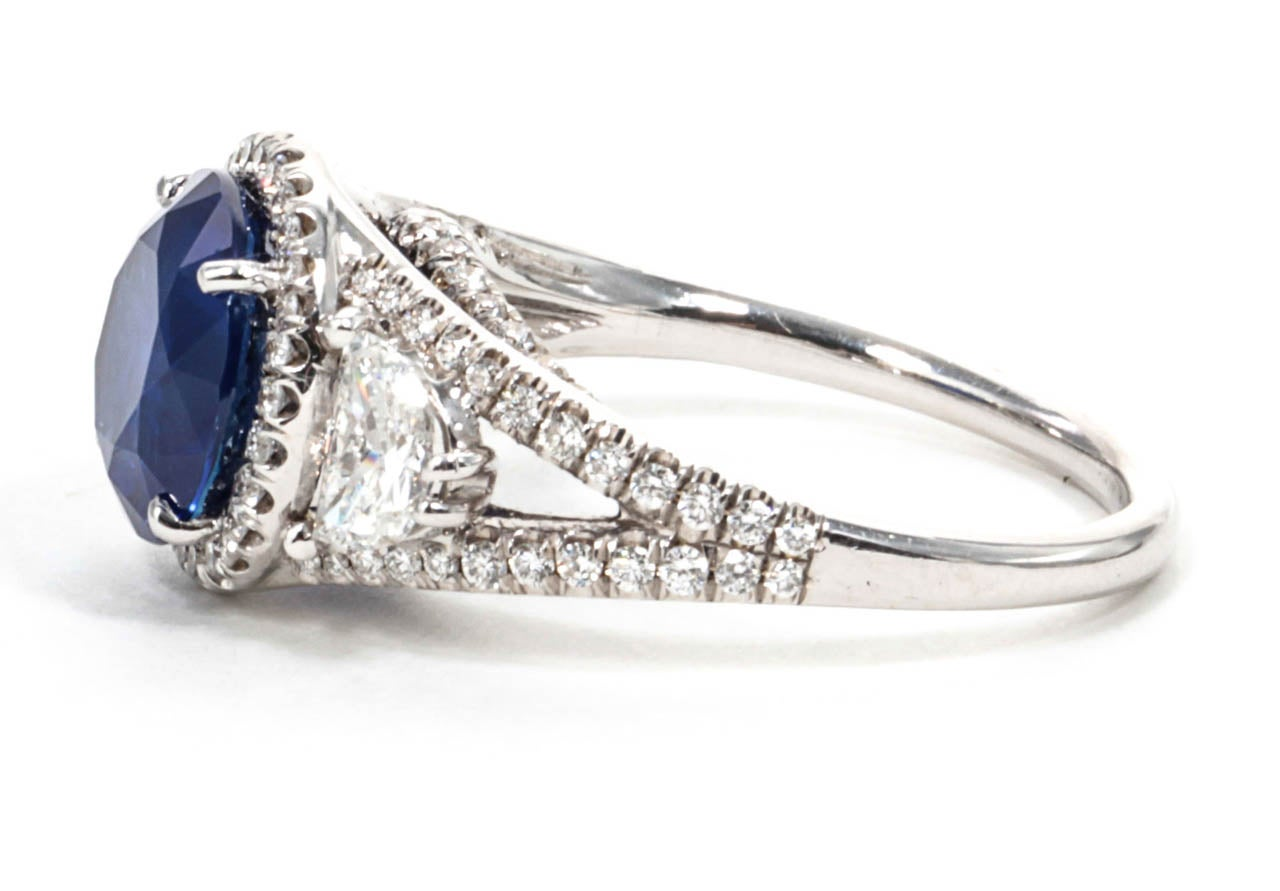 Certified Rare Natural No Heat Round Sapphire Diamond Ring For Sale 1