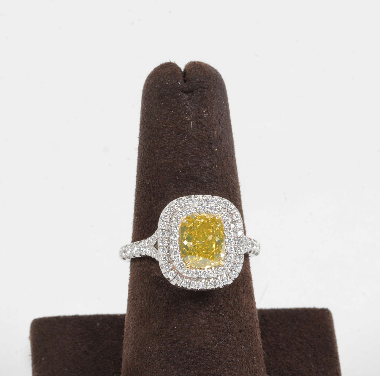 Rare Cushion Cut GIA Certified Vivid Yellow and White Diamond Platinum Ring In New Condition For Sale In New York, NY