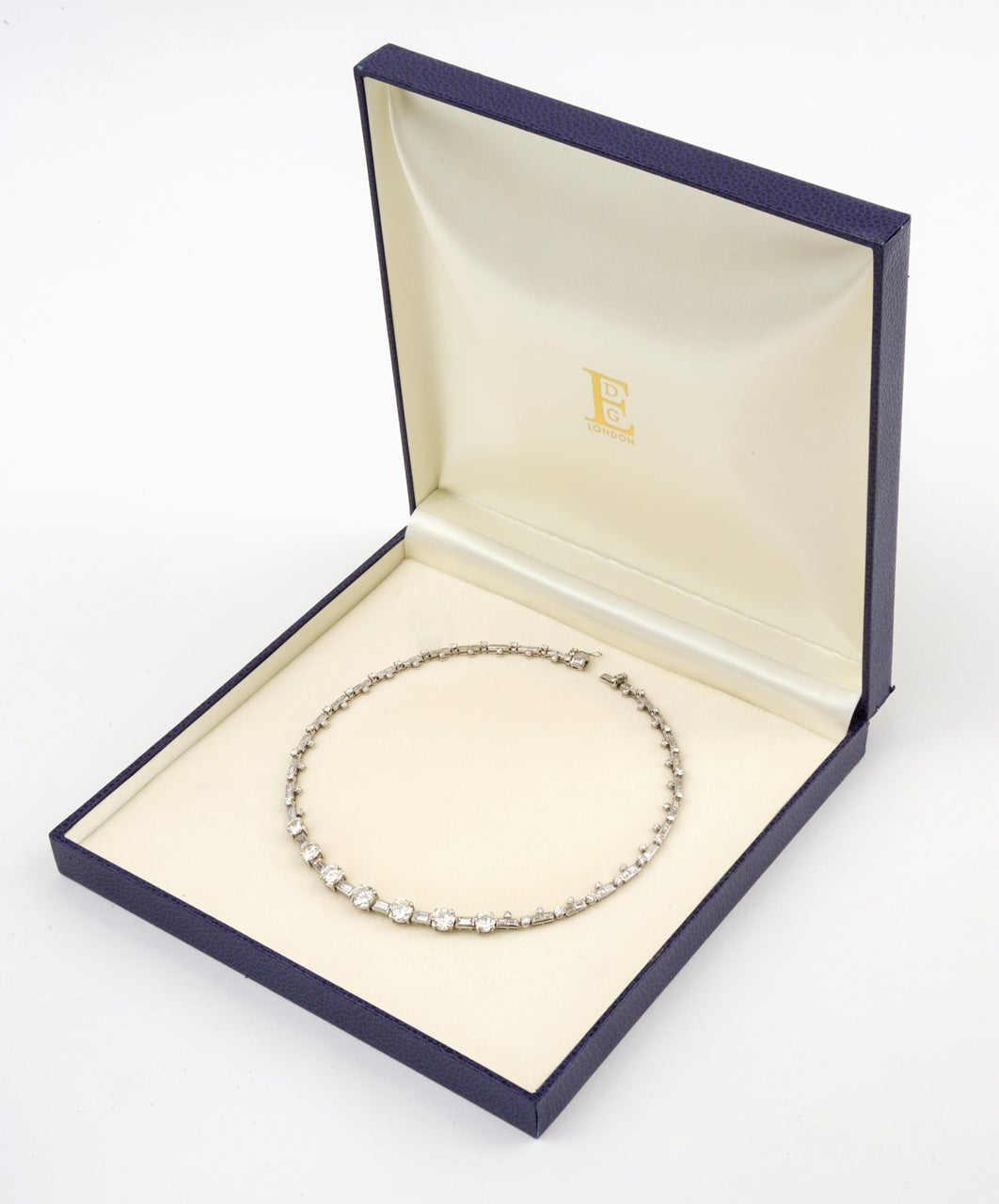 Art Deco Diamond and Platinum Necklace For Sale 3