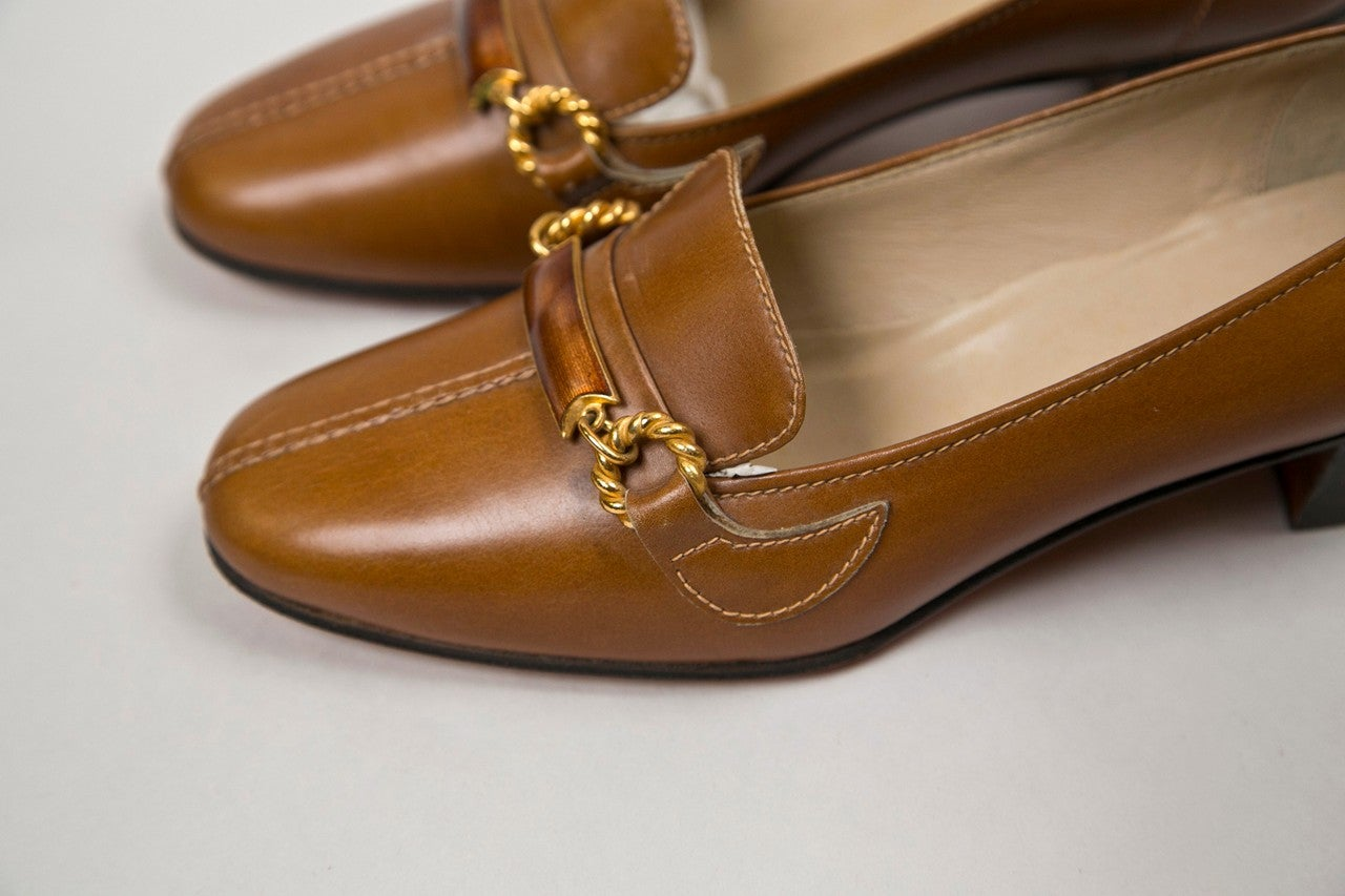 never worn gucci shoes with enamel & brass hardware 4