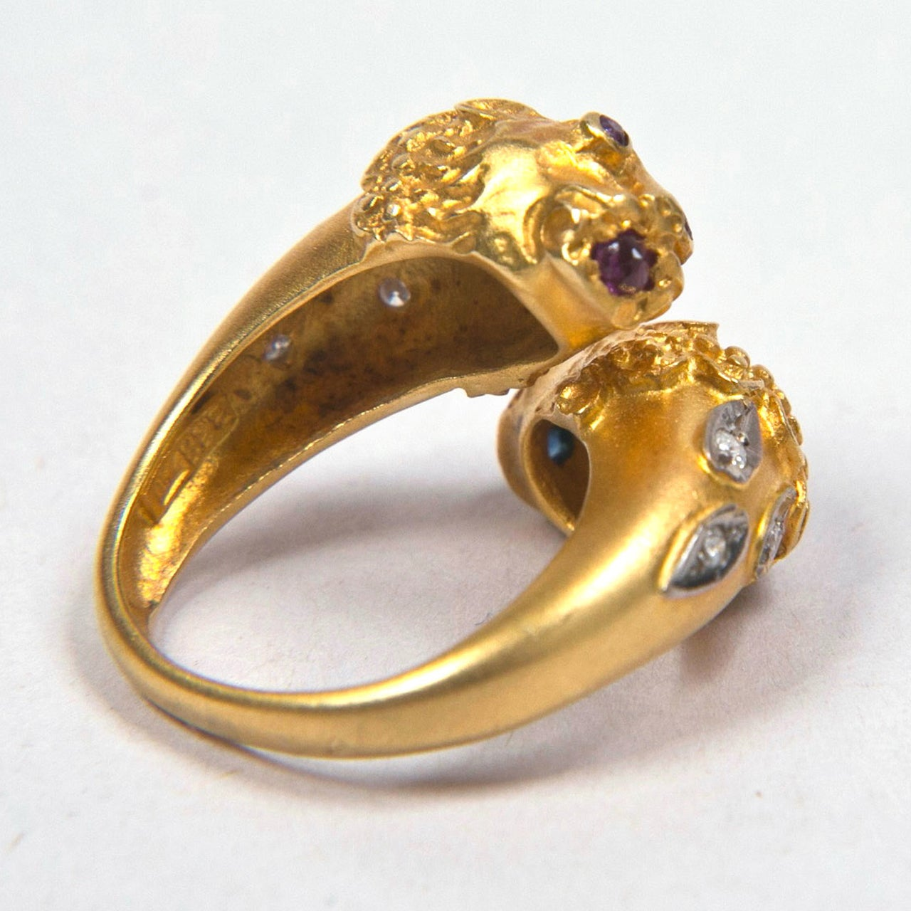 Double Lion Gold Ring Presented by Carol Marks For Sale 1