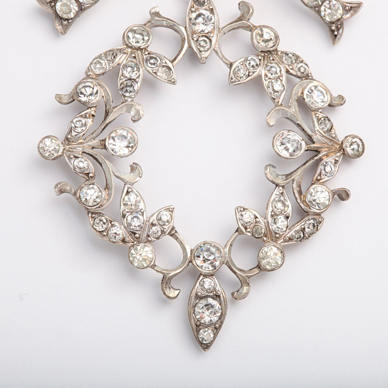 Garlands and Bows on a French Paste Pendant For Sale 1