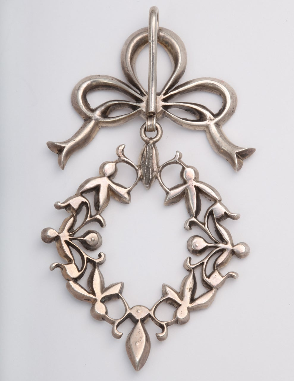 Garlands and Bows on a French Paste Pendant For Sale 2