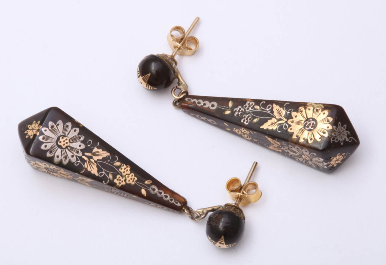 Victorian Pique Earrings Incised with Gold and Silver For Sale 3