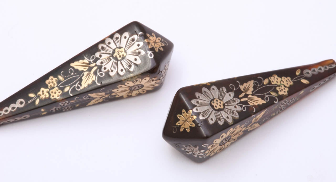 Victorian Pique Earrings Incised with Gold and Silver For Sale 4