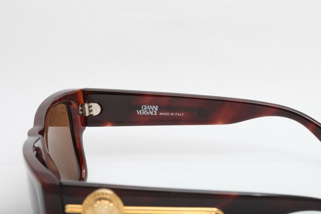 d09ffc2d883 Women s or Men s Gianni Versace Tortoise Sunglasses Mod 372 DM For Sale