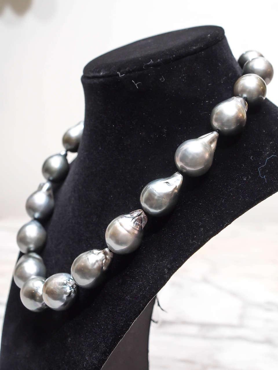 Magnificent Baroque Silver Grey South Sea Pearl Necklace 4