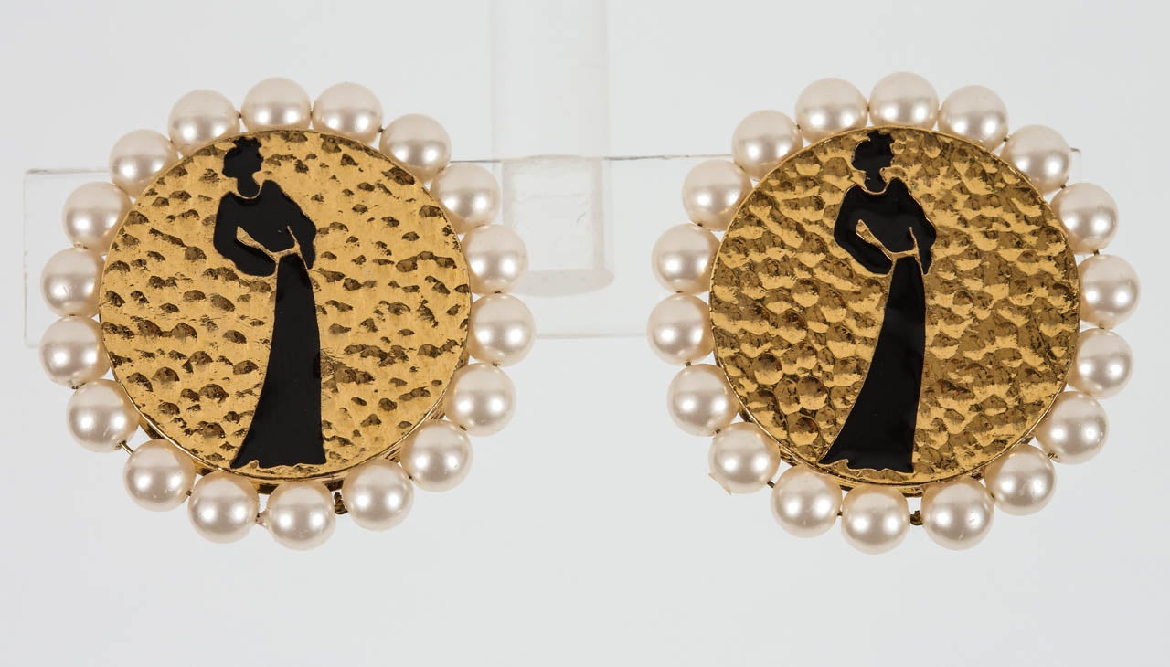 Pair of Chanel Silhouette Ear Clips 2