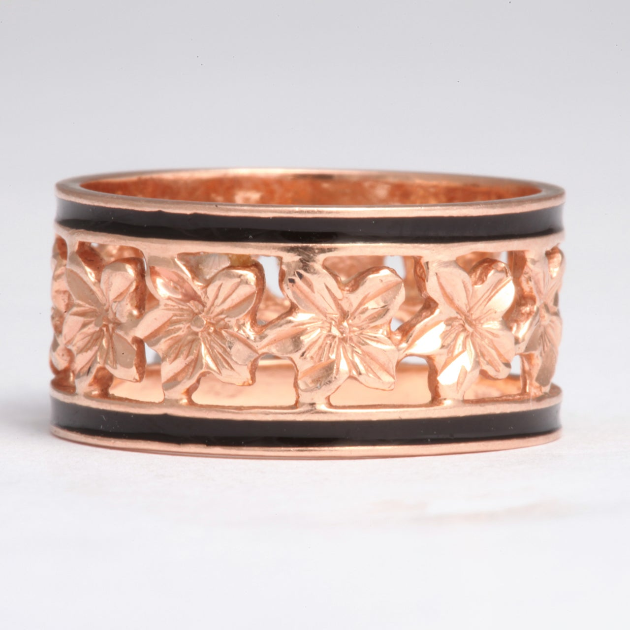 Women's or Men's 14 Karat Gold Wedding Band with Ivy Leaves and Enamel, circa 1870 For Sale