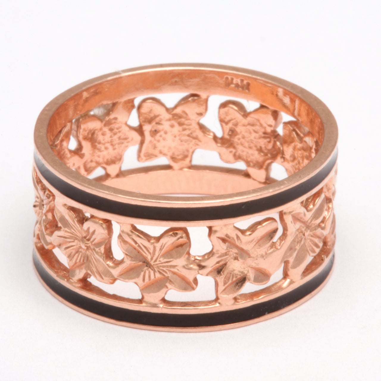 14 Karat Gold Wedding Band with Ivy Leaves and Enamel, circa 1870 In Excellent Condition For Sale In Stamford, CT
