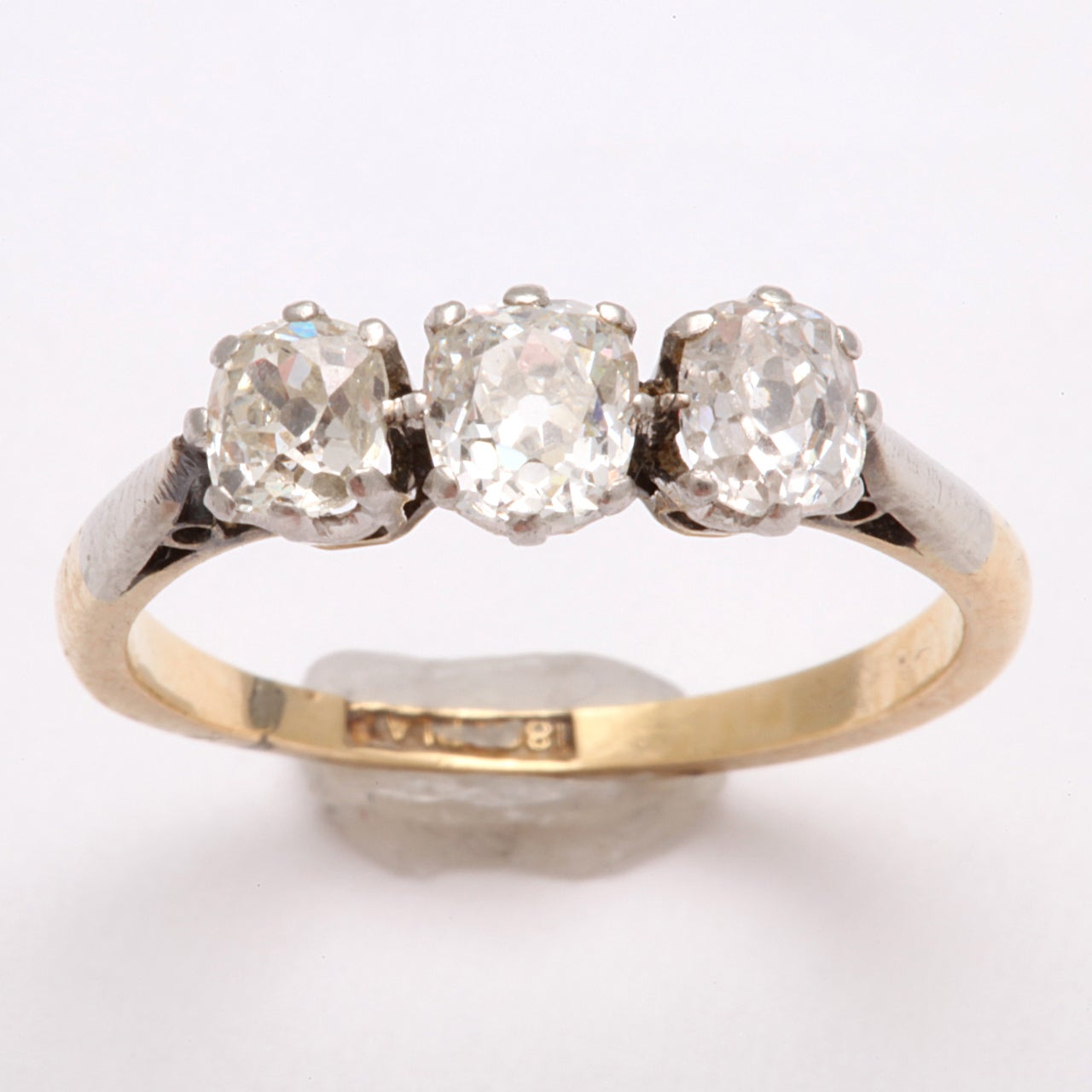 Antique Victorian Three-Stone Old Mine Diamond Ring In Excellent Condition For Sale In Riverdale, NY