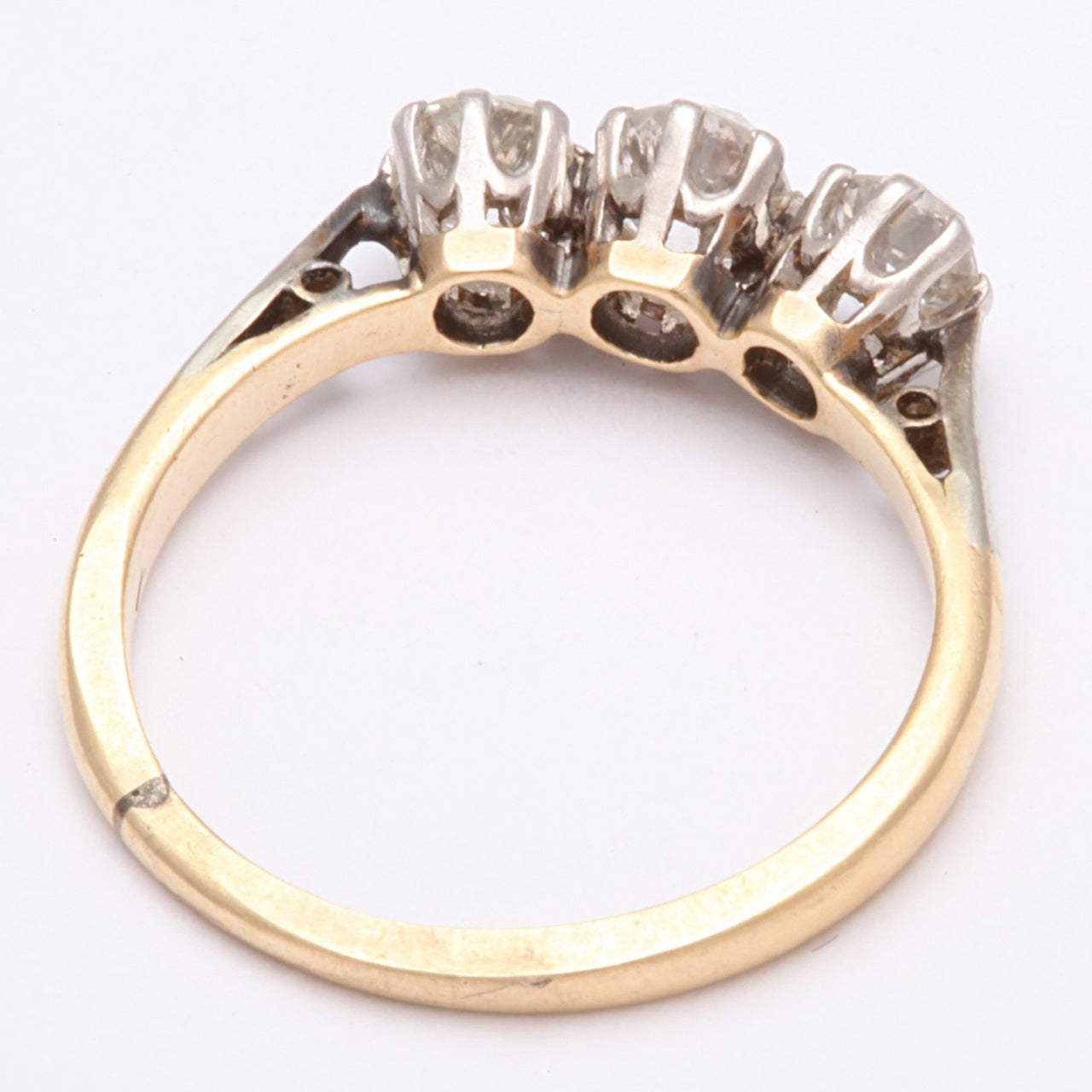 Antique Victorian Three-Stone Old Mine Diamond Ring For Sale 2