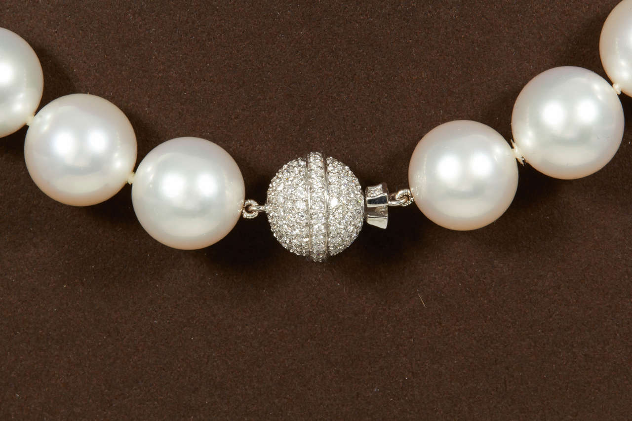 Important South Sea Pearl Necklace with Diamond Clasp In New Condition For Sale In New York, NY