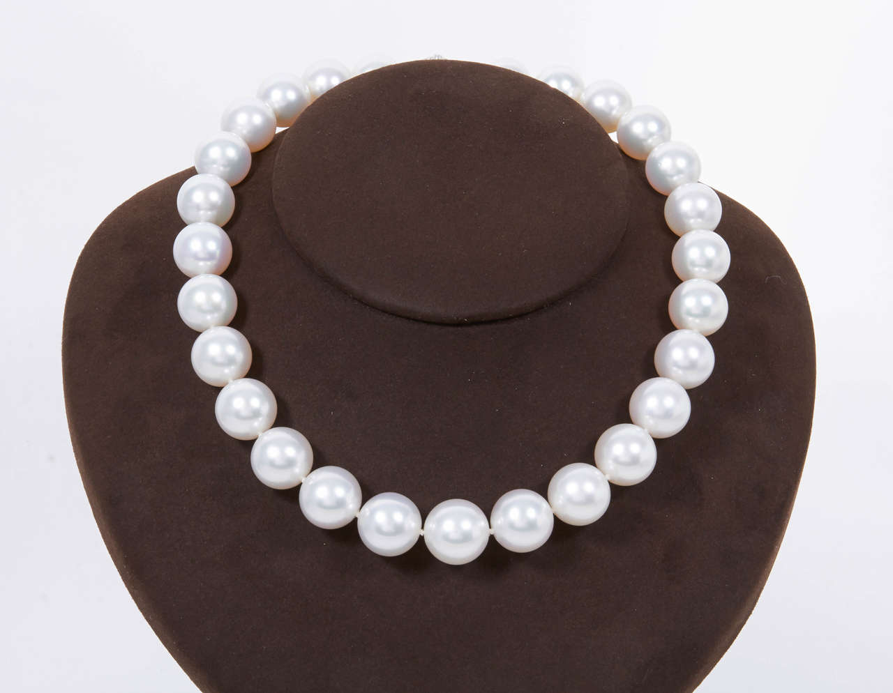 Important South Sea Pearl Necklace with Diamond Clasp 5