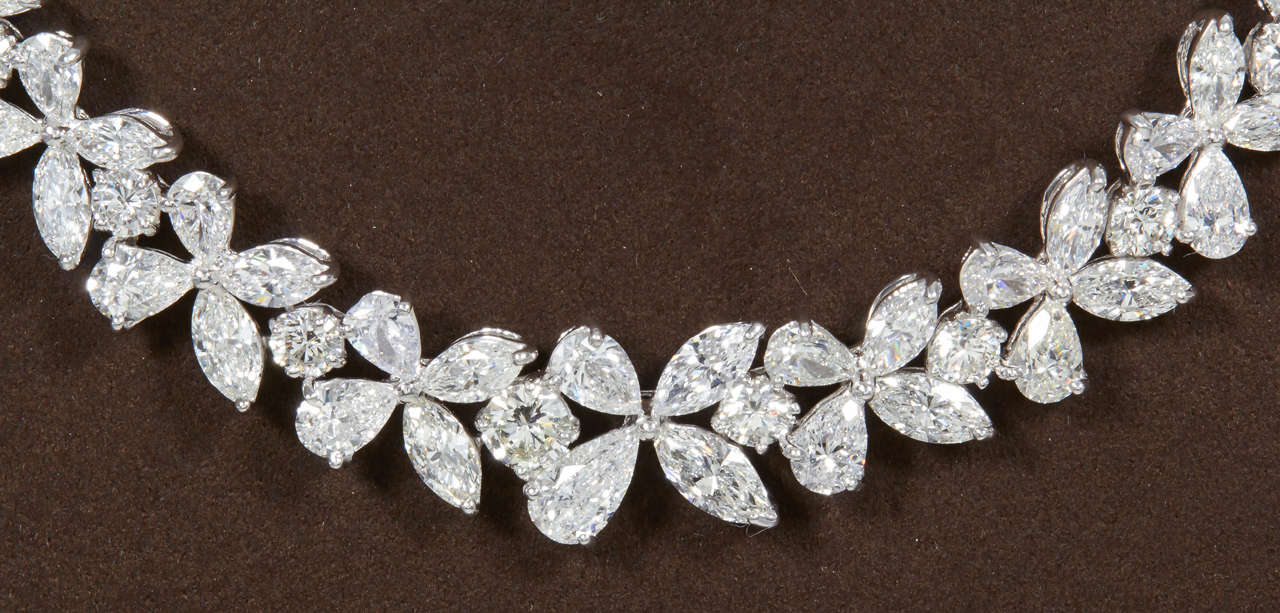 Classic Diamond Platinum Wreath Necklace In New Condition For Sale In New York, NY