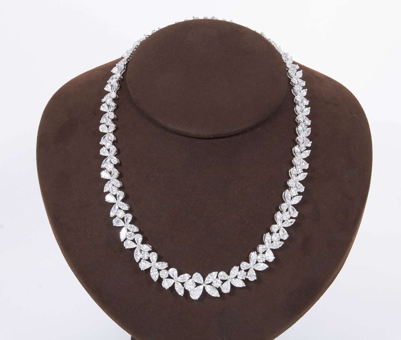 Women's Classic Diamond Platinum Wreath Necklace For Sale