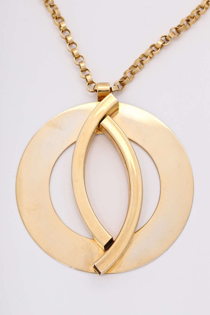 Large Mod Medallion Necklace In Excellent Condition For Sale In Stamford, CT