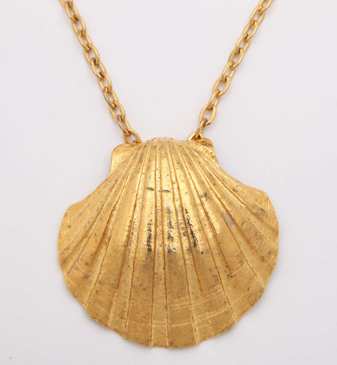 Large Shell Necklace In Excellent Condition For Sale In Stamford, CT