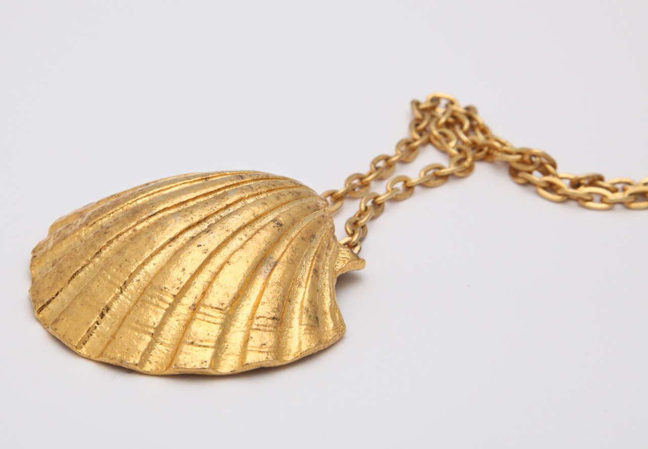 Large Shell Necklace For Sale 1
