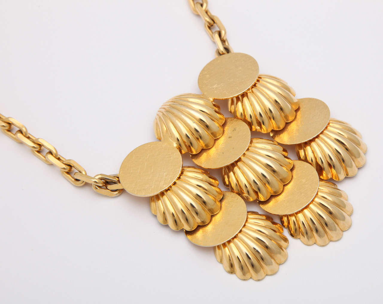 Shell Medallion Necklace 3