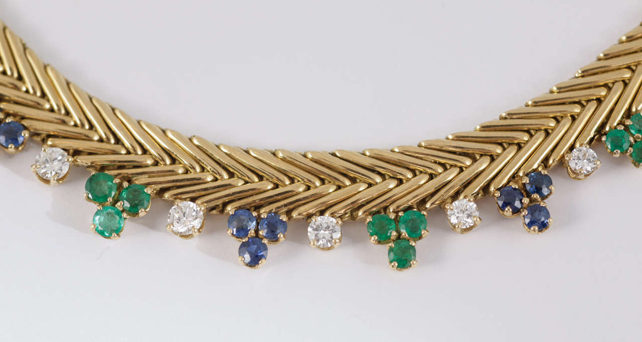 French Diamond Sapphire Emerald Gold Collar In Excellent Condition For Sale In London, GB
