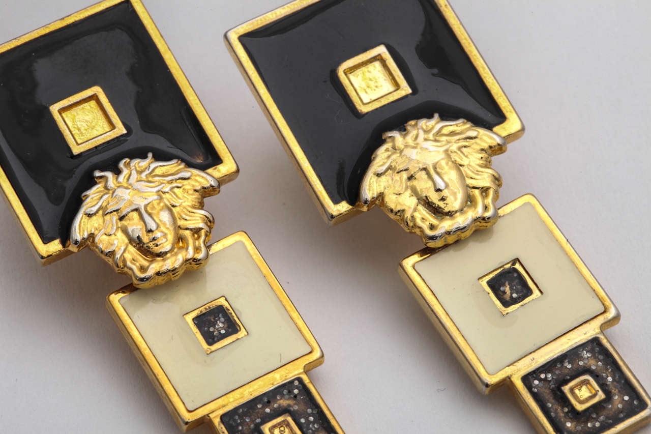 Vintage Gianni Versace Black/White Earrings In Excellent Condition For Sale In New York, NY