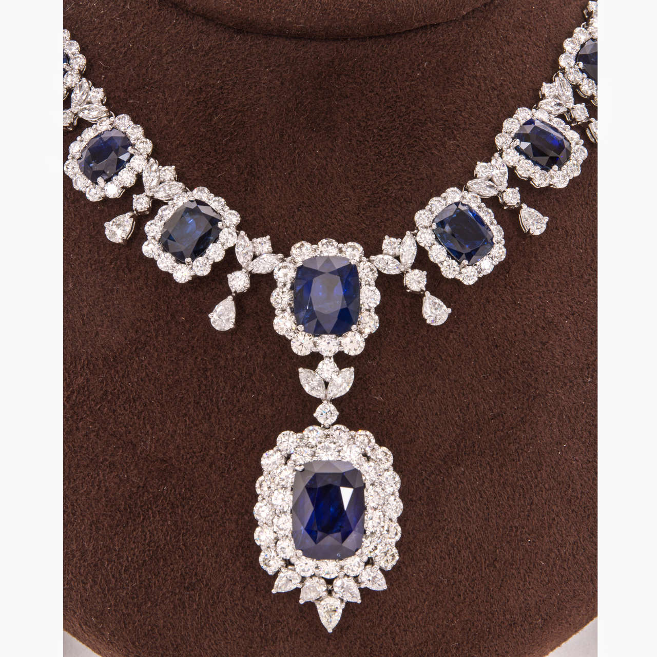 Women's Important Cushion Cut Ceylon Sapphire Diamond Platinum Necklace For Sale