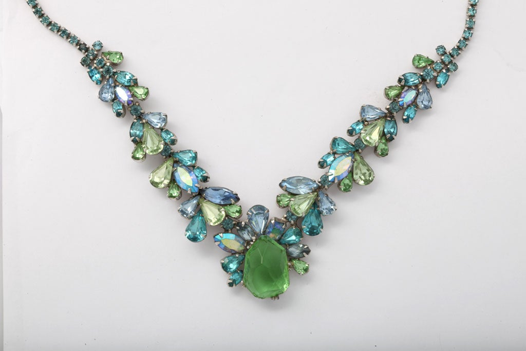 Turquoise and Green Rhinestone Necklace In Excellent Condition For Sale In Stamford, CT