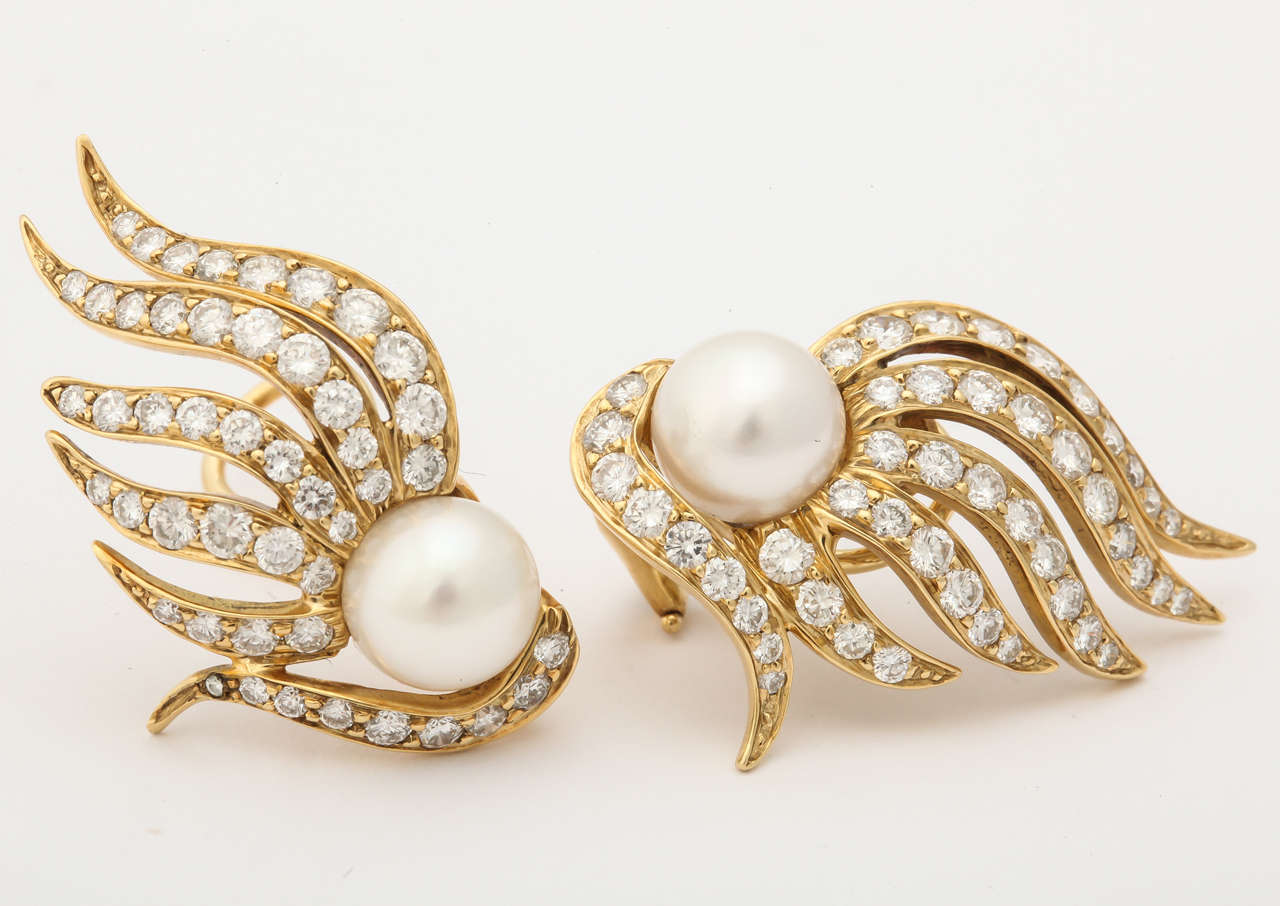 1980s Seaman Schepps Pearl Diamond Gold Flame Earclips For Sale 5