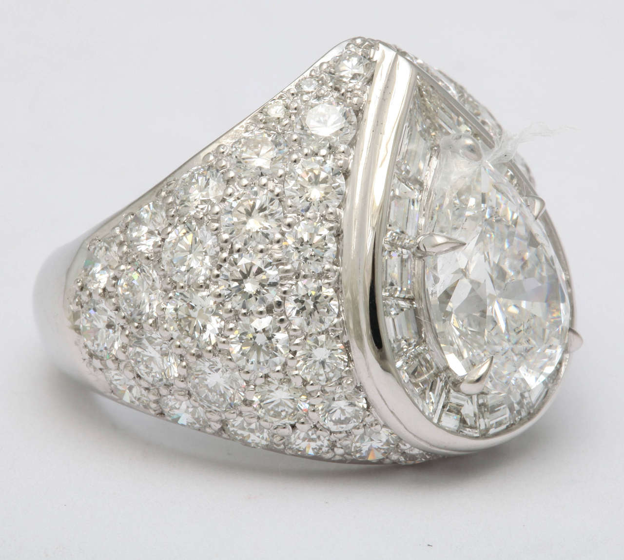 Magnificent Pear Shape Diamond RIng In New Condition For Sale In New York, NY