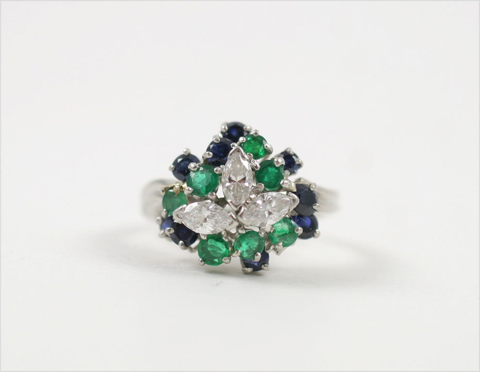 CHIC PLATINUM, SAPPHIRE, EMERALD, & DIAMOND RING For Sale 1