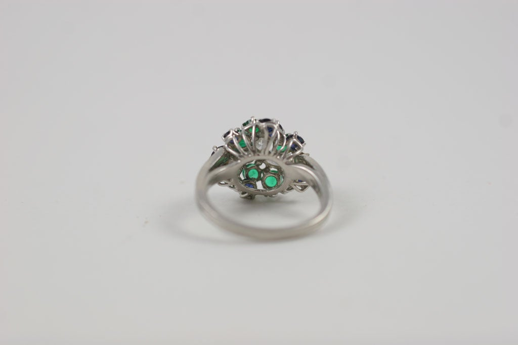 CHIC PLATINUM, SAPPHIRE, EMERALD, & DIAMOND RING For Sale 6