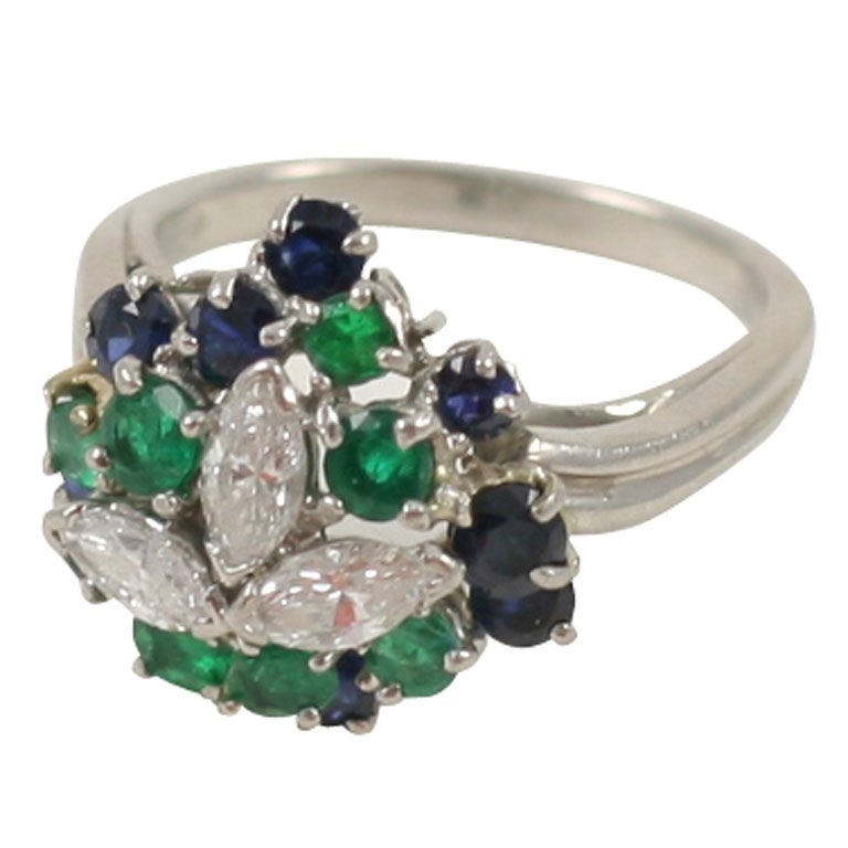 CHIC PLATINUM, SAPPHIRE, EMERALD, & DIAMOND RING For Sale