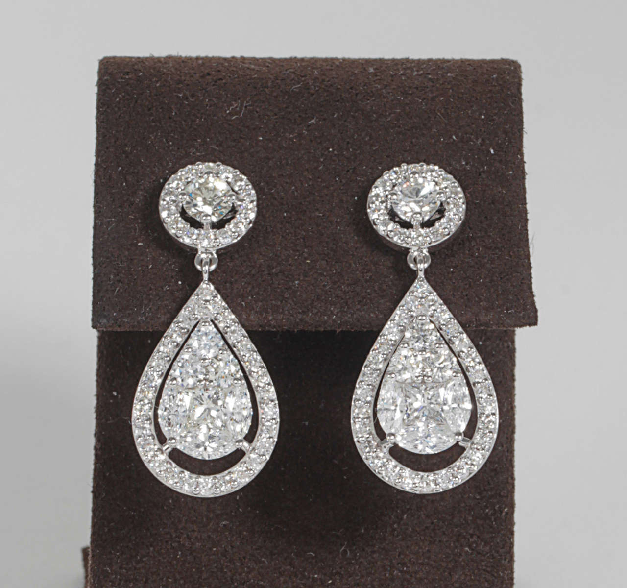 3.55 carats of exquisitely cut diamonds set in 18k white gold.